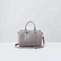 Size : W30 * H21 * D18 cm. Detachable strap : 110 cm.  Material : Premium PU leather Color : เทา Gray Detail : 1 ช่องใหญ่ เปิด-ปิดด้วยซิป / 1 ช่องซิปเล็กด้านในกระเป๋า / อะไหล่สีเงิน  #กระเป๋า #กระเป๋าสะพาย #กระเป๋าผู้หญิง #กระเป๋าหนัง