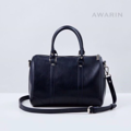 Size : W30 * H21 * D18 cm. Detachable strap : 110 cm.  Material : Premium PU leather Color : ดำ Black Detail : 1 ช่องใหญ่ เปิด-ปิดด้วยซิป / 1 ช่องซิปเล็กด้านในกระเป๋า / อะไหล่สีเงิน  #กระเป๋า #กระเป๋าสะพาย #กระเป๋าผู้หญิง #กระเป๋าหนัง