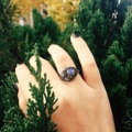 Moon Ring (Labradolite) แหวนพระจันทร์เต็มดวงและพระจันทร์เสี้ยว   Labradolite หินสีเทาควันบุหรี่เหลือบแสงสีน้ำเงิน เส้นผ่านศูนย์กลาง 10 มิล แหวนสามารถปรับขนาดไซส์ได้ 50-57 มม  ลาบราโดไรท์ (Labradorite) * ให้เราทำความเข้าใจกับสิ่งที่เกิดขึ้นได้ดี * เหมาะกับการนั่งสมาธิ และคนที่สมาธิสั้น  * ช่วยให้เกิดความสมดุลระหว่างความคิด และการกระทำ * ช่วยบำบัดให้ผู้นั้นมีจิตใจที่สดชื่นแจ่มใส และมองโลกในด้านบวก  * ทำให้สภาพจิตใจเข้มแข็งขึ้น  #วิธีการวัดไซส์แหวน 1 ตัดกระดาษเป็นเส้น ความกว้าง 5 มม. 2 พันรอบนิ้วให้พอดี (อย่าเผื่อหลวม) 3 บรรจบกันทำเครื่องหมาย 4 คลายออกมาวัดไม้บรรทัดเป็นมิลลิเมตร 5 นำเลขที่วัดได้มาลบ 2 มิล จะได้ไซส์แหวนที่พอดี  นิ้วเล็ก 47-49 มิล นิ้วกลางๆ 50-55 มิล นิ้วใหญ่ๆ 56-60 มิล   Tips •วัดสัก 3 ครั้งเพื่อความแม่นยำ •ลูกค้าที่ข้อใหญ่ให้วัดตรงข้อ  #แหวน