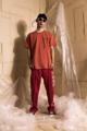 ชื่อสินค้า : Handle with care brick-red tee รายละเอียด : เสื้อยืดแขนสั้น ผ้า Cotton 100 % ด้านหน้า และด้านหลังสกรีนลายกราฟฟิก  รอบอก : 44 inch  ความยาว : 28 inch  เนื้อผ้า : Cotton Spandex 100%