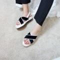 #new แบบใหม่ตัดเสร็จแล้ววววว ดีงามมมากกกก รองเท้าทรงคาดอยู่ทรงสวย ทำจากขนม้าเทียมและหนังเทียมอย่างดี เรียบแต่ดูดีมาก พื้นหนาๆนุ่มๆเหมาะสำหรับสาวๆมากๆ (หนา 2.5cm.) 💛💛💛 ##คุ้มมากๆๆๆๆๆ 👏🏻👏🏻👏🏻👏🏻👏🏻   ราคา : 890 บาท สี : ดำ / ขาว ไซส์ : 35-41 (เท้าอวบ/กว้างแนะนำเพิ่ม1ไซส์)
