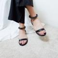รุ่นนี้สวยมากกก ใส่สวย และแมทง่ายมาก  พื้นก็ใส่สบายไม่แข็ง ที่สายรัดข้อสามารถปรับระดับได้ตามต้องการเลย  สี : ดำ , น้ำตาล ไซส์ : 36-40  #รองเท้า #รองเท้าผู้หญิง #รองเท้าแตะ #รองเท้ารัดข้อ