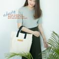 """เปลี่ยนวันธรรมดาให้ไม่ธรรมดาด้วย  Ordinary bag กระเป๋าผ้าเนื้อแคนวาสหนา 22  ออนซ์ ดีไซน์ใหม่จาก Ongo-ing ที่สามารถหยิบจับมาใช้ได้ทุกวัน   -  หนาเป็นทรงด้วยผ้าแคนวาส 22 ออนซ์  (ซักได้ สีไม่ตก) -  ขนาด : W13.5""""x H12""""x D4.5""""  (หน่วยเป็นนิ้ว) -  ซับในกันน้ำ -  ช่องซิปเก็บของด้านใน -  ใส่หนังสือ แฟ้มขนาด A4 ได้ -  ใส่แทปเล็ต และแลปท็อปขนาด 11-13 นิ้วได้ *** มีสายยางยืดสำหรับรัดขวดน้ำ หรือกระบอกน้ำด้านใน ให้น้ำไม่หกเลอะเทอะและสะดวกในการพกพา"""