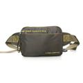 กระเป๋าสะพายคาดอก ผ้ากันน้ำ รุ่น FV 2538-16 สีเขียว ขนาด : 20 x 6.5 x 13 (กว้าง x ลึก x สูง, ซม.)  - ใช้เป็นได้ทั้งกระเป๋าคาดเอว และกระเป๋าคาดอก - สายสะพายปรับระดับได้ ใช้ก้ามปูขนาดใหญ่ ทนทาน เพื่อให้สะดวกสบายในการคาดมากขึ้น - มีช่องกระเป๋าหน้า 1 ช่อง - ช่องซิปรองมีช่องสำหรับใส่แบตสำรอง - ช่องซิปหลัก มีช่องซิปด้านในสำหรับแยกจัดเก็บสัมภาระ - ด้านหลังมีช่องเก็บของอเนกประสงค์อีกหนึ่งช่อง ใช้เก็บสัมภาระสำคัญติดตัว เช่น ธนบัตร, Passport เป็นต้น - มีคุณสมบัติกันน้ำ