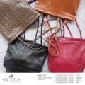 Description  กระเป๋าสะพายใบใหญ่ สำหรับจัดเก็บสัมภาระของคุณผู้หญิง ปรับลุคเท่ห์ๆด้วย Premium PU นิ่ม เบา ไม่เหมือนใคร เป็นอีกหนึ่งไอเทมที่คุณผู้หญิงห้ามพลาด  + โทนสี : สีดำ สีแดง สีแทน และ สีน้ำตาล + ขนาด : 20.5x32x29.5 cm (กว้างxยาวxสูง)  + วัสดุกระเป๋า : Imported Premium PU  + สาย (35 cm)  การดูแลรักษา : + ใช้ผ้าหมาดๆ เช็ดทำความสะอาด + ไม่ควรนำไปแช่น้ำหรือซัก + ไม่ควรใช้น้ำยาขัดเคลือบกระเป๋า + ควรเก็บกระเป๋าไว้ในถุงผ้าสำหรับเก็บกระเป๋าโดยเฉพาะ + การยัดไส้กระเป๋าด้วยกระดาษจะช่วยรักษารูปทรงได้ ........................................................................................  Description  กระเป๋าสะพายใบใหญ่ สำหรับจัดเก็บสัมภาระของคุณผู้หญิง ปรับลุคเท่ห์ๆด้วย Premium PU นิ่ม เบา ไม่เหมือนใคร เป็นอีกหนึ่งไอเทมที่คุณผู้หญิงห้ามพลาด  + โทนสี : สีดำ สีแดง สีแทน และ สีน้ำตาล + ขนาด : 20.5x32x29.5 cm (กว้างxยาวxสูง)  + วัสดุกระเป๋า : Imported Premium PU  + สาย (35 cm)  การดูแลรักษา : + ใช้ผ้าหมาดๆ เช็ดทำความสะอาด + ไม่ควรนำไปแช่น้ำหรือซัก + ไม่ควรใช้น้ำยาขัดเคลือบกระเป๋า + ควรเก็บกระเป๋าไว้ในถุงผ้าสำหรับเก็บกระเป๋าโดยเฉพาะ + การยัดไส้กระเป๋าด้วยกระดาษจะช่วยรักษารูปทรงได้
