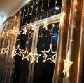 สร้างความประทับใจ ให้กับคนพิเศษ หรือ จัดงานเซอร์ไพรส์ งานปาร์ตี้ให้เก๋ ต้องมี Romance Star Light จาก Home Studio ไฟ LED สีwarm white ขาวๆนวลๆ สุดโรแมนติก พร้อมปรับได้ถึง 5 แบบ จะเปิดให้กระพริบก็ได้ หรือ จะเลือกเปิดดาวหรือไฟก็ได้ ใช้งานง่ายสุดๆค่าา  วิธีใช้ :เสียบปลั๊ก ขนาด: ดาวดวงใหญ่ 20 ซม, ดาวดวงเล็ก 13 ซม สายไฟยาว 2 เมตร  จำนวน: ไฟทั้งหมด 138 ดวง
