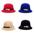 หมวกสุดชิคทรง Bowler   คุณภาพเกรดพรีเมี่ยม สวมใส่ได้ทุกโอกาส  - ผลิตจากผ้าวูลสังเคราะห์  - แต่งด้วยมุกเทียม - ไม่เกาะฝุ่น ทำความสะอาดง่ายด้วยมือ  One Size Fit All : เส้นรอบวงศรีษะ 56-58 ซม.