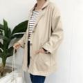 """เสื้อแจ็คเก็ตทรงโค้ชกันแดดกันลม ผ้าไม่หนาใส่สบายมีกระเป๋า 2 ข้าง ใส่เป็นเสื้อตัวนอกแนวๆ  ขนาด: One Size อก - 43"""" ยาว - 28""""  #koreanstyle #koreanfashion #jacket #outerwear #coat #workwear #streetstyle #streetfashion #navy #beige #basictypes"""