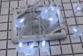 สร้างความประทับใจให้กับคนพิเศษ หรือ จัดงานเซอร์ไพรส์ งานปาร์ตี้ให้เก๋ ของมันต้องมี Mini Bally Light จาก Home Studio ไฟ LED มาให้เลือก 2 สี จะ White หรือ Warm White ก็สุดโรแมนติก พร้อมปรับได้ถึง 2 แบบ จะเปิดให้กระพริบก็ได้ หรือ จะเลือกเปิดค้างก็ได้ ใช้งานง่ายสุดๆค่าา  วิธีใช้: ถ่าน AA 3 ก้อน ความยาว: 2 เมตร  จำนวนไฟ: 20 ดวง