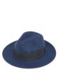 ไอเท็มสุดฮิตที่จะเปลี่ยนให้ได้ลุคเท่ขึ้น ด้วยหมวกฟรีดอร่าที่มาพร้อมแถบผ้าประดับสีดำ ด้วยทรงสวยคลาสสิกทำจากผ้าวูลคุณภาพดี  - ตัดเย็บด้วยผ้าวูล - แต่งแถบผ้าประดับโบ - ขนาดฟรีไซส์