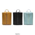 BOXX DAYPACK (箱型 バックパック)  New Arrival Daypack จาก Quote Studio งานดีไซน์ Minimal Design ตามคอนเซปท์ Less is more เรียบโก้สไตล์ญี่ปุ่น ใช้ได้ทั้งผู้ชายผู้หญิง วัสดุหนัง Eco Leather เกรดพรีเมี่ยม คุณภาพส่งออกค่ะ SIZE : W 27 cm x H 35 cm x D 19 cm / Zipper 45 cm.  Line ID : @quotestudio