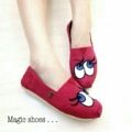 💕 KELLY EYES SHOES 💕  รองเท้าผ้าใบ KELLY EYES   วัสดุทำจากผ้า canvas พื้นยางอย่างดีกันลื่น งานสวยมาตามคำเรียกร้อง   งานเนี๊ยบสวย ใส่สบาย น้ำหนักเบา ขายดีสุดๆ จะใส่ลำลองชิวๆ หรือใส่เที่ยวเก๋ๆก็ได้  ทรวสวยแน่นอนการันดี งานเกรด aaa  มี 4 สี:  ดำ แดง เหลือง ครีม   Size: 35 36 37 38 39 40 ขนาด : ปกติ