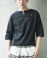 Description: เสื้อผ่าคอ ทรงไหล่ตก แขนห้าส่วน มีดีเทลหลักอยู่ที่สายคาดผ่ากลางหน้าอก เจาะตกแต่งด้วยหมุดเงินรูปน็อตเงาสวย เป็นผ้าลินินทั้งตัว ไม่ร้อนและ ระบายอากาศดีมาก Color: Black | White Fabric: Cotton Linen Size:  (1) Size S: รอบอก 37 นิ้ว ความยาวเสื้อ 26.5 นิ้ว (2) Size M-L: รอบอก 41 นิ้ว ความยาวเสื้อ 27 นิ้ว (3) Size XL: รอบอก 45 นิ้ว ความยาวเสื้อ 29 นิ้ว Price: 850 บาท   (*ไม่รวมค่าจัดส่งแบบลงทะเบียน 30 บาท หรือ EMS 50 บาทครับ ตัวถัดไปตัวละ 20 บาท)