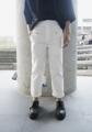 Name: 'Theodore' Straight Pants Description: กางเกงยีนส์ขากระบอกเล็ก ทรงกางเกง Signature ของทางร้าน เนื้อยีนส์หนานอกนุ่มใน มีดีเทลเข็มขัดยื่นออกมาจากปากกระเป๋า ติดด้วยกระดุมสีเงินสวย แมทช์กับเสื้อได้แทบทุกแบบทุกสี  Color: Black | White Fabric: Denim 10 Oz. Size:  Size 1: รอบเอว 30 นิ้ว ความยาวกางเกง 33 นิ้ว Size 2: รอบเอว 32 นิ้ว ความยาวกางเกง 33.5 นิ้ว Size 3: รอบเอว 34 นิ้ว ความยาวกางเกง 34 นิ้ว Price: 890 บาท   ค่าจัดส่งแบบลงทะเบียน 30 บาท ค่าจัดส่งแบบด่วนพิเศษ EMS 50 บาท