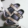 〰Called P. Sandals〰 Size : 35-41 Color : Black Price : 1,090 THB 🌿 รองเท้าแตะทำจากวัสดุหลายชั้นเพื่อ support เท้า พื้นรองเท้าอย่างดีกันลื่น>ไม้ก๊อกผสมผสมเนื้อยางพาราที่ให้ความทนทาน ไม่หลุดร่อน>PU Leather ที่ทำให้รู้สึกไม่แข็งเวลาสวมใส่ (ช่วงแรกที่ใส่อาจจะแข็งบ้าง แต่ใส่ไปเรื่อยๆจะนิ่มขึ้นแน่นอน) must have! เลยคู่นี้ ตอนนี้วางที่ @camp.bkk เรียบร้อยแล้ว ไปลองไซส์กันได้เลยน้า 🌿  #called_p #calledpplain #CalledPSandals #CalledP