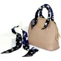 twilly scarf - ผ้าพันหูกระเป๋า สีสันสดใส ลายทั้งสองด้านโทนสีต่างกัน ทำจากผ้าไหมซาตินคุณภาพดี ขนาด 100x5 cm   เส้นละ 250 บาท ส่งฟรี EMS