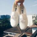 รุ่น white choc. ผ้าใบแต่งพุ่ ใส่สบาย ทรงสวยน่ารักมากๆค่ะ   พร้อมส่ง 38   ราคาส่ง 400 ฿  Reg 30 ems 50 #รองเท้าผ้าใบ #natalieshop.