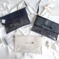 "HIDE AND SEEK BAG / PU LEATHER MATERIAL *วัสดุ : PU leather  เป็นกระเป๋าสำหรับใส่เอกสาร หนังสือ แลปทอป สามารถใช้ได้ 3 แบบ ไม่ว่าจะเป็นกระเป๋าถือ สะพายข้าง หรือ คลัทช์  ขนาด : 15 นิ้ว x 15 นิ้ว (ใส่เอกสาร A4 และ macbook 13""-15"" ได้) สี : เบจ / กรม / ดำ อื่นๆ : มีสายสะพาย cross-body สามารถปรับความยาวและถอดออกได้ แถมให้ทุกใบ  ราคา : 1 ใบ 990.- 2 ใบราคาพิเศษ ลดเหลือ 1,600.- + free EMS !! .  #winter #monochrome #bag #clutch #minimal #hipster #macbookcase"