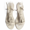 Get your happy on :) Mila รองเท้าส้นแบน มีพู่ฟรุ้งฟริ้ง สาวสาวหลายคนติดใจ เพราะแมทช์ได้กับเสื้อผ้าหลายสไตล์ น้ำหนักเบา เดินสบายทั้งวัน มีให้เลือกถึง 7 สีกันเลยนะจ๊ะ :) Color : grey Size : 35 – 41